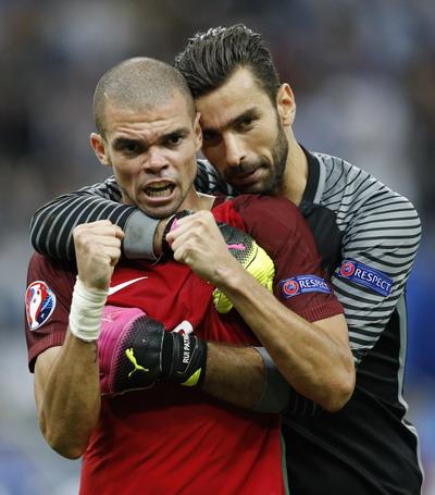 Trung vệ Pepe và thủ môn Patricio