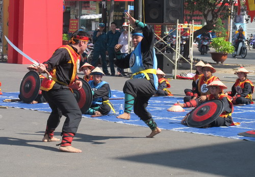 Thi đấu cờ người tại một lễ hội đầu Xuân