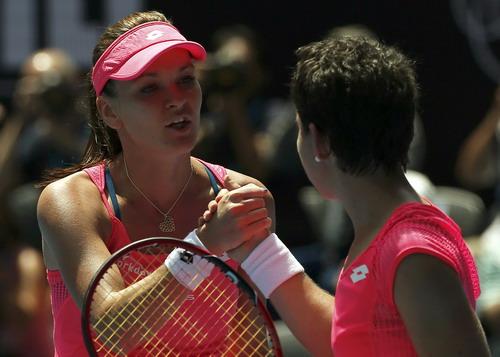 Radwanska đè bẹp Navarro trong vòng hai ván ở tứ kết