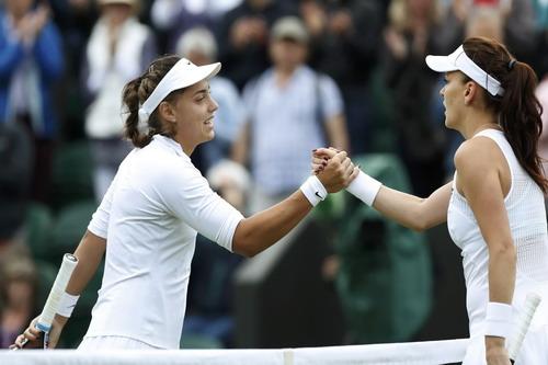 Radwanska vượt qua Ana Konjuh do đối thủ bị chấ thương