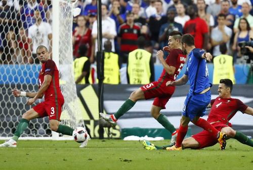 Hậu vệ trẻ Raphael Gueirriero (5)