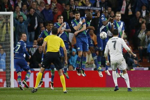 Ronaldo sút phạt thành công, ấn định chiến thắng 3-0 trước Wolfsburg