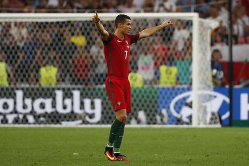 Ronaldo hân hoan vào bán kết