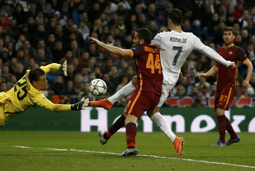 Ronaldo ghi bàn thắng thứ 90 tại Champions League