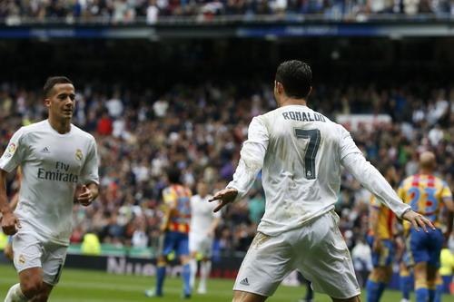 Ronaldo lập cú đúp, Real vẫn phải xếp sau Barca