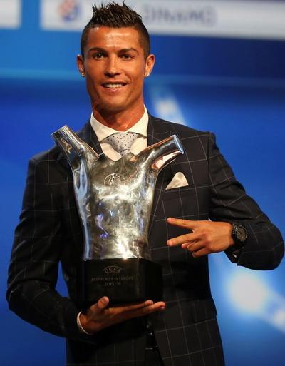 Ronaldo tiếp tục được số phận ưu ái