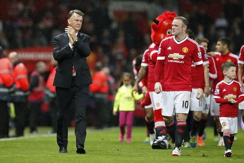 M.U chạy vòng danh dự, tri ân khán giả sân Old Trafford