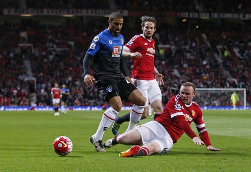 Wayne Rooney thi đấu đa dạng, hỗ trợ phòng ngự khá hiệu quả