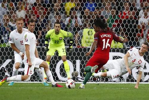 Renato Sanches ghi bàn gỡ hòa cho Bồ Đào Nha trước Ba Lan