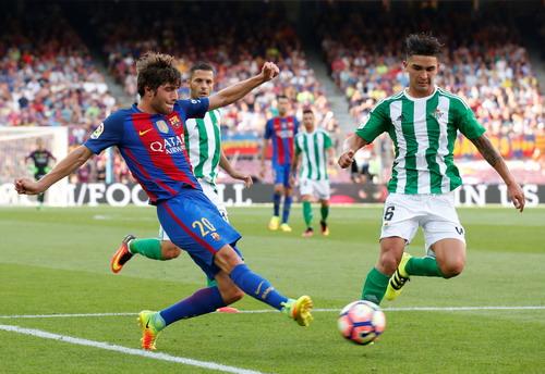 Sergi Roberto góp công quan trọng vào 2 bàn thắng