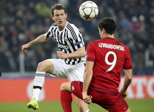 Liechsteiner đối đầu cùng Lewandowski