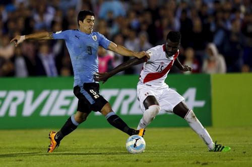 Luis Suarez đóng góp quan trọng vào chiến thắng của Uruguay