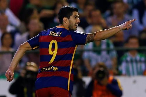Luis Suarez sau bàn thắng thứ 35 cho Barcelona