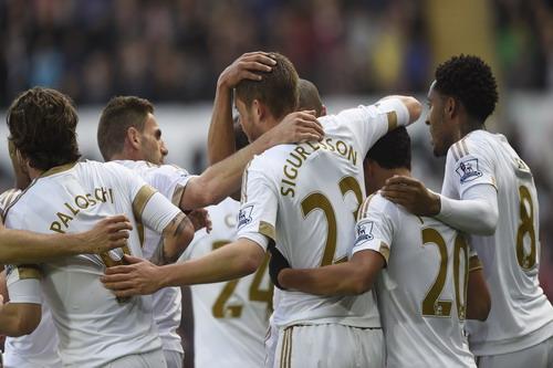 Swansea chấm dứt mạch trận bất bại và giấc mơ châu Âu của Chelsea