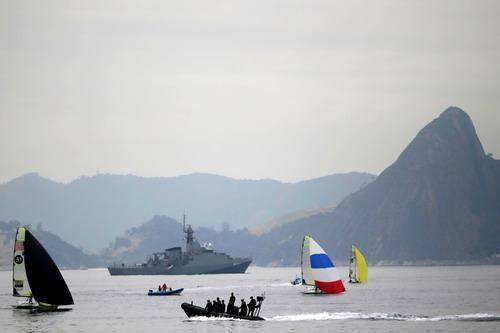 Tàu chiến được triển khai ở vịnh Flamengo
