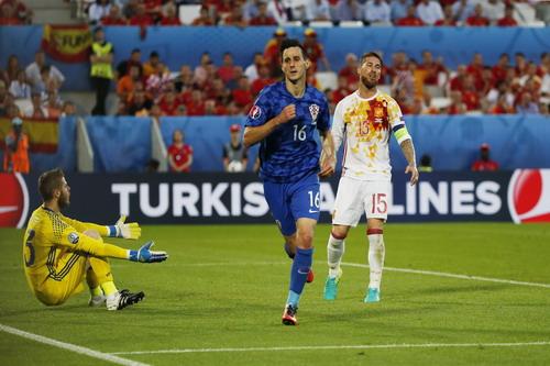 Nikola Kalinic chấm dứt 735 phút giữ sạch lưới của Tây Ban Nha