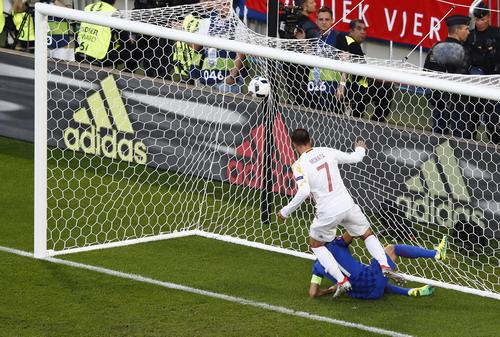 Alvaro Morata đưa Tây Ban Nha vượt lên với bàn mở tỉ số phút thứ 7