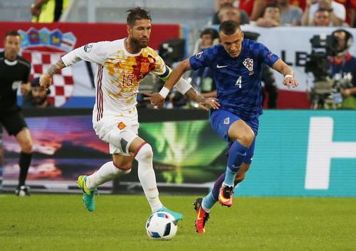Ivan Perisic nhấn chìm Tây Ban Nha bằng bàn thắng phút 87