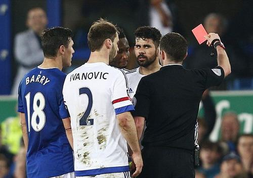 Diego Costa nhận thẻ đỏ phút 84