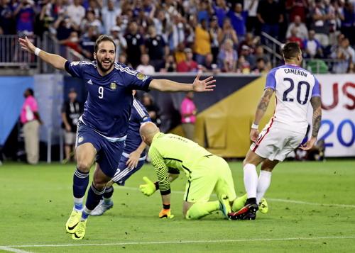 Chân sút 28 tuổi cũng thi đấu thành công ở tuyển Argentina
