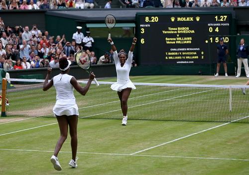 Serena và Venus vô địch đôi nữ Wimbledon