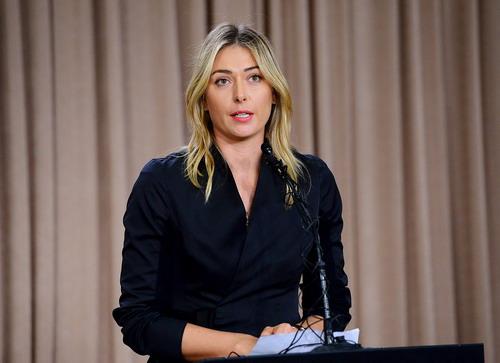 Sharapova tại cuộc họp báo ở Los Angeles, thông báo việc bị cấm thi đấu