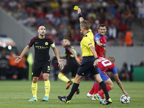 Man City khởi đầu khó khăn trên sân Bucharest