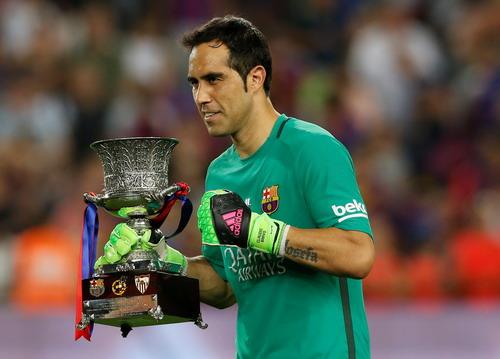 Thủ môn Claudio Bravo cùng Barcelona giành nhiều thành tích
