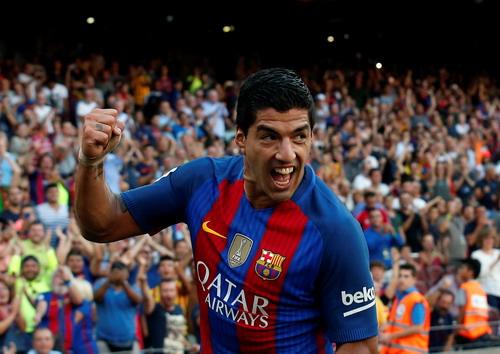 Sát thủ Suarez trở lại với cú hat-trick ngày khai mạc