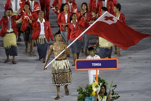 Hình ảnh khỏe khoắn của Taufatofua khiến cộng đồng mạng lên cơn sốt