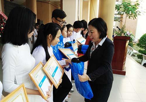 Sacombank trao 3.026 suất học bổng