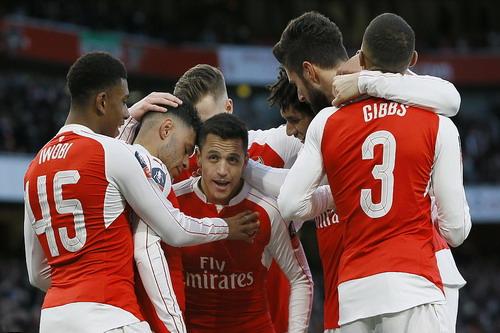 Alexis Sanchez trở lại, Arsenal thăng hoa