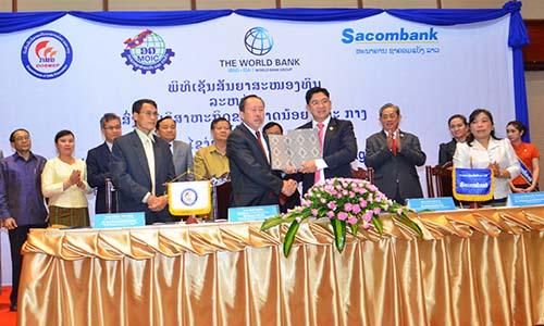 Sacombank Lào nhận vốn từ World Kank