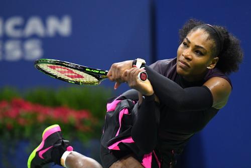 Serena vất vả chống đỡ Pliskova