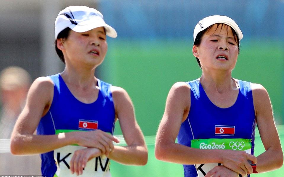 2 chị em song sinh của điền kinh CHDCND Triều Tiên Kim Hye-Gyong và Kim Hye-Song về thứ 10 và 11 của cuộc thi