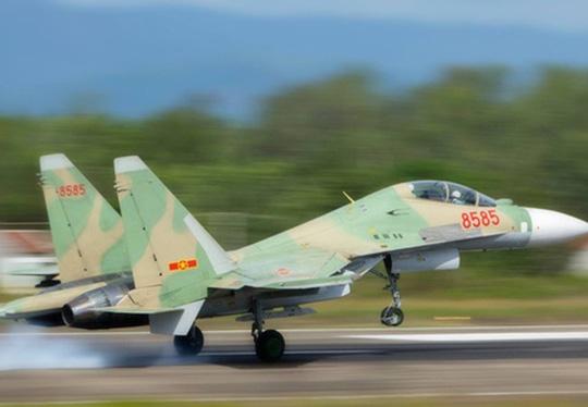 Chiếc Su-30 MK2 số hiệu 8585 trong một lần bay huấn luyện trước khi mất tích sáng 14-6 - Ảnh minh họa