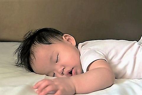 Nghiên cứu khuyến cáo nên giúp trẻ có thói quen ngủ sớm. Ảnh SCIENCE DAILY