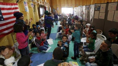 Người tị nạn Syria chờ đợi ở Amman - Jordan với hy vọng được vào Mỹ Ảnh: REUTERS