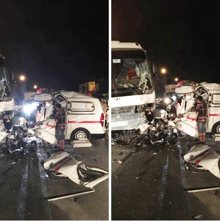 Hiện trường vụ tai nạn xe cứu thương đấu đầu xe chở công nhân khiến 5 người thương vong - Ảnh: CTV
