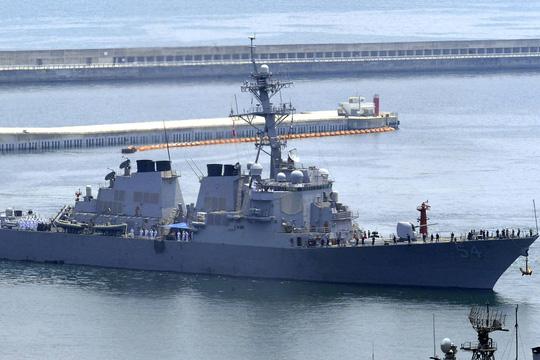 Tàu khu trục USS Curtis Wilbur - Ảnh: AP