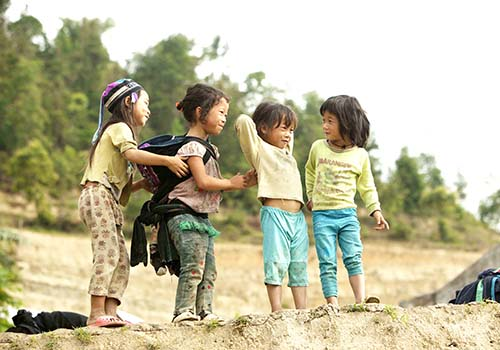 Khách hàng Techcombank đem niềm vui đến cho trẻ em nghèo vùng cao