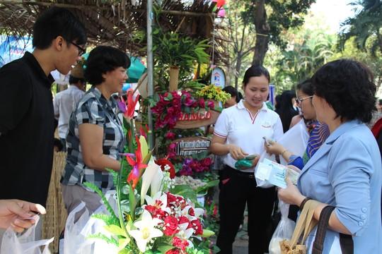 Các gian hàng tại ngày hội ẩm thực Hương sắc tháng ba