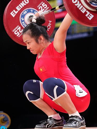 Vương Thị Huyền có nhiều cơ hội giành huy chương nhất cho đoàn Việt Nam trong ngày thi đấu đầu tiên Ảnh: IWF