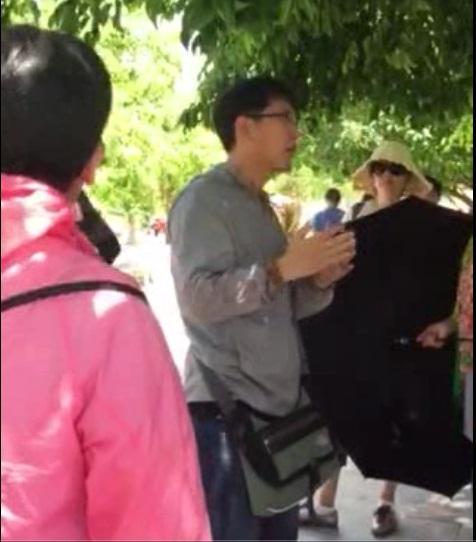 Xue Chun Zhe, HDV chui được cho là đã xuyên tạc lịch sử Việt Nam (Ảnh cắt từ clip do các HDV ghi lại)