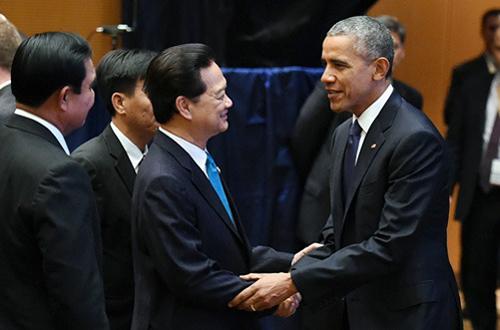 Thủ tướng Nguyễn Tấn Dũng và Tổng thống Barack Obama nồng nhiệt bắt tay nhau tại Hội nghị cấp cao ASEAN - Mỹ diễn ra tháng 11-2015 tại Kuala Lumpur, Malaysia