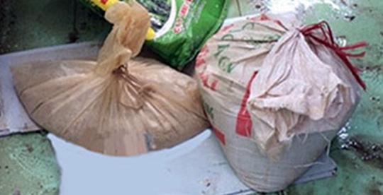 Chất bột nghi thuốc nổ tìm thấy tại nhà ông Nguyễn Văn BéẢnh: Châu Thọ