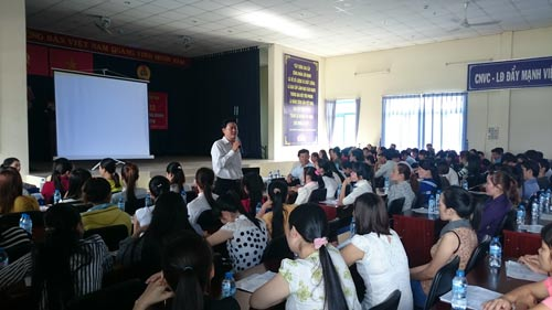 Một buổi tuyên truyền Luật BHXH cho công nhân do LĐLĐ huyện Củ Chi, TP HCM tổ chức