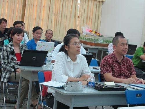 """Học viên tham gia lớp học """"Kinh doanh trên internet"""" do Cung Văn hóa Lao động TP HCM tổ chức"""