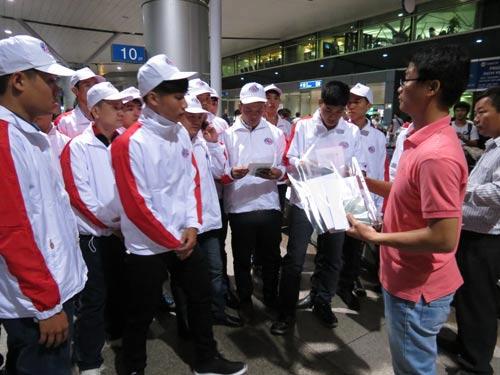 Lao động do Công ty Haindeco tuyển chọn trước giờ xuất cảnh sang Nhật làm việc