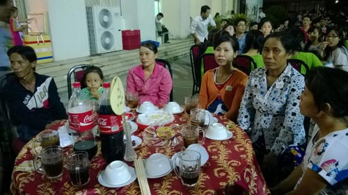 Công nhân tham dự buổi họp mặt do LĐLĐ quận 12, TP HCM tổ chức Ảnh: Mai Chi